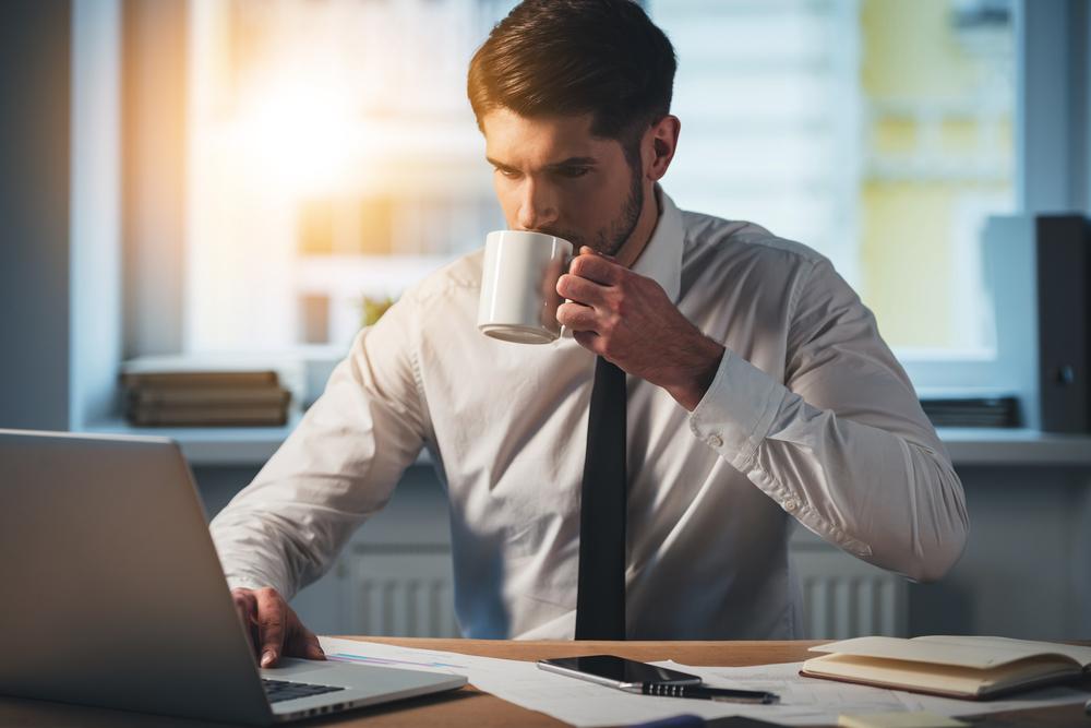 Uống cafe để chống lại cơn buồn ngủ